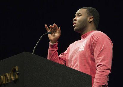 Botham Jean, em foto de arquivo, falando na universidade.