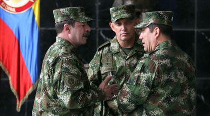 Os generais Rodriguez (à dir.) e Lasprilla (ao centro), acusados pela HRW.