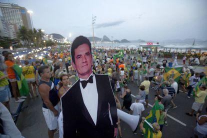 A figura de papelão do juiz Sérgio Moro é habitual nos protestos anti-corrupção.