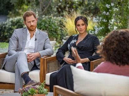 O príncipe Harry e Meghan Markle durante sua entrevista com a jornalista americana Oprah Winfrey.