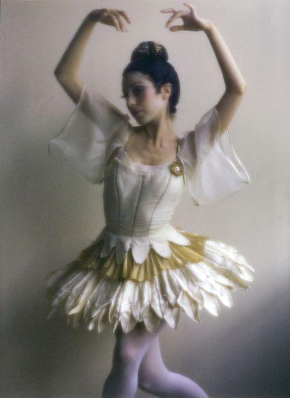 Bailarina vestida para o ballet 'Bulgaku' do coreógrafo russo George Balanchine. Duane Michals.
