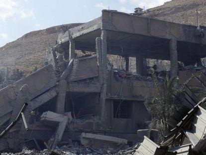 O prédio do Centro de Pesquisas Científicas atingido pelo ataque, no bairro de Barzeh, em Damasco, na Síria