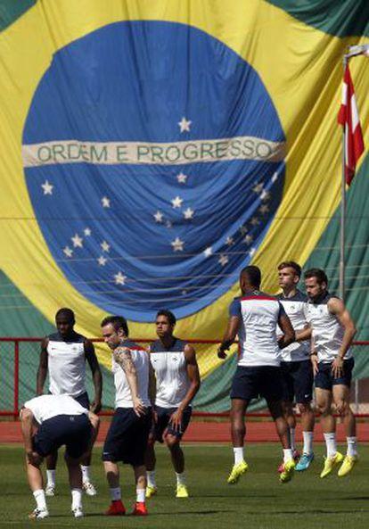 Jogadores franceses treinam.
