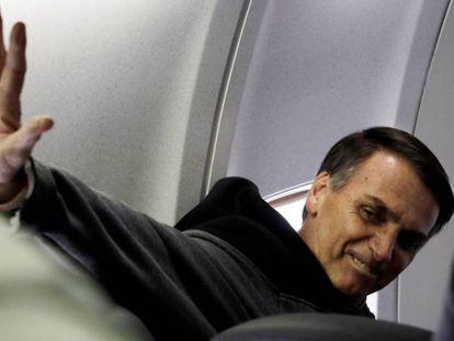 Bolsonaro após deixar o hospital em 29 de setembro. / As frases controversas de Bolsonaro.