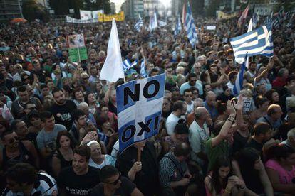 Manifestação a favor do 'não', nesta sexta, em Atenas.
