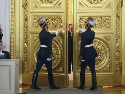 Putin chega para firmar decreto de anexação da Crimeia.
