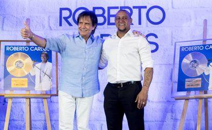 Roberto Carlos, o cantor, e Roberto Carlos, o ex-jogador de futebol, durante um evento promocional na tarde desta segunda-feira em Madri