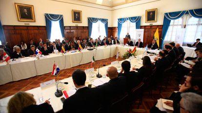 Os representantes de países da América Latina na reunião regional realizada no Equador