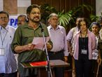 El comandante de las FARC, Iván Márquez, lee un comunicado en La Habana.