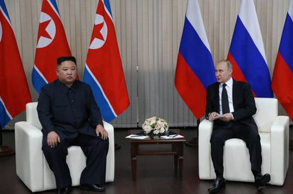 Kim e Putin em Vladivostok, na sua primeira cúpula bilateral