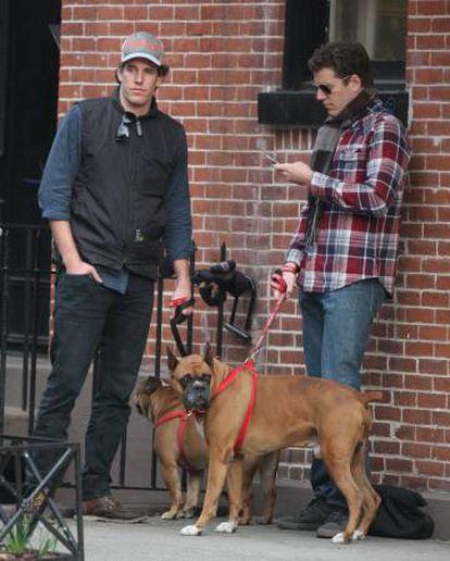 Os Winklevoss, numa rua de Nova York