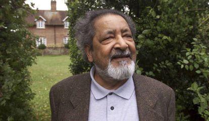 O escritor Naipaul, em 2001.