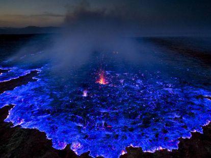 Em algumas ocasiões, no Dallol, o sulfeto entra em combustão e produz uma chama azul visível à noite.