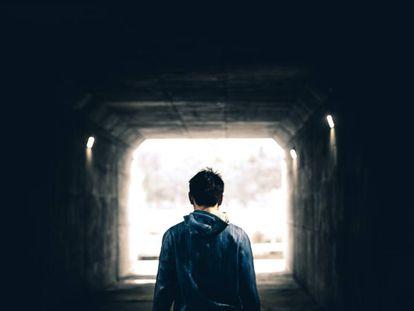 O auge da delinquência entre adolescentes ocorre entre os 15 e os 19 anos