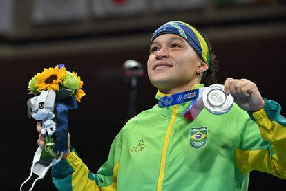 Beatriz Ferreira fica com a prata no boxe feminino.