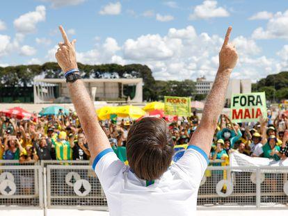 O presidente Jair Bolsonaro durante manifestação na frente do Palácio do Planalto, no domingo.