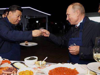 O presidente chinês, Xi Jinping, e seu homólogo russo, Vladimir Putin, na semana passada em Vladivostok.
