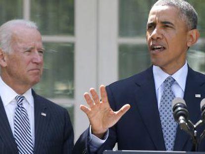 Obama, acompanhado do vice-presidente Joe Biden, na Casa Branca.