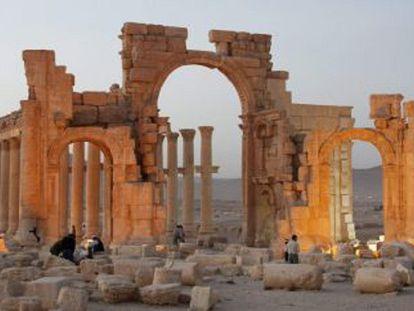 O Arco do Triunfo, antes de ser destruído.
