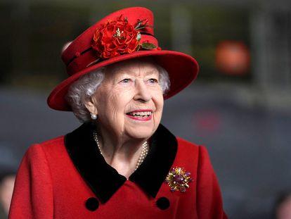 Elizabeth II, em uma visita a Portsmouth, sul da Inglaterra, em 22 de maio de 2021