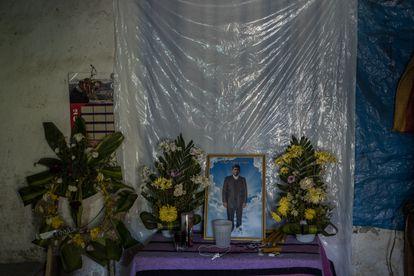 A família de Edgar López montou um altar para ele em sua casa na aldeia de Chicajalaj.