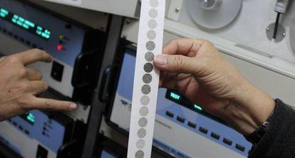 Dados reunidos por um sensor que monitora os níveis de PM10 na Cidade da Guatemala. Os círculos mais escuros indicam níveis mais altos de matéria particulada. Cada ponto representa uma hora.