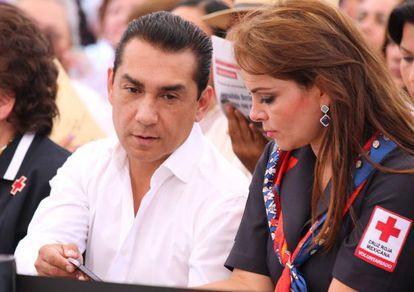 José Luis Abarca e María de los Ángeles Pineda, em maio de 2013.