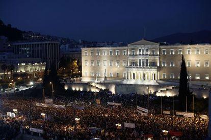 Manifestantes contra o plano de austeridade em Atenas.