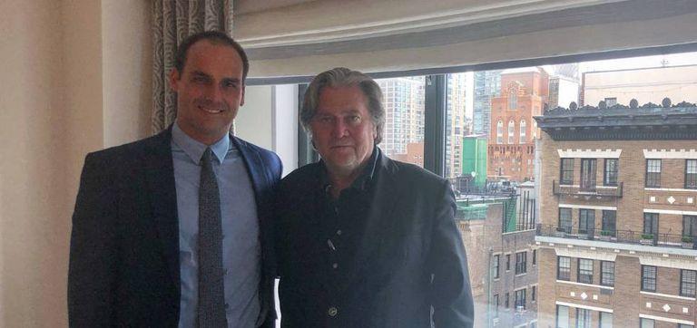 Eduardo Bolsonaro e o ex-estrategista de Trump, Steve Bannon.