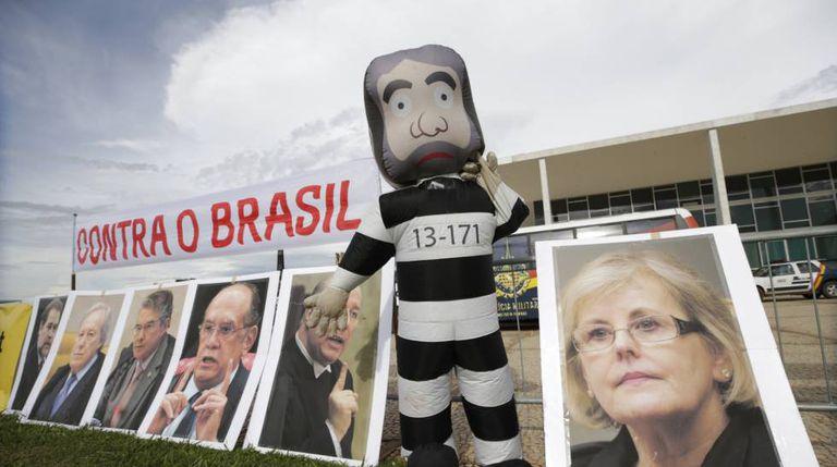Protesto contra Lula em frente ao STF.