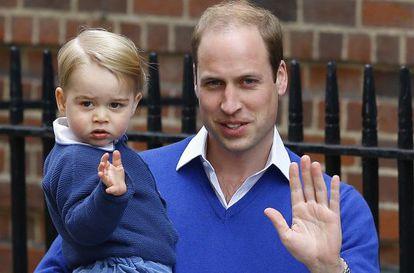 O bebê George e o príncipe William.