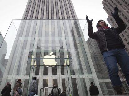 Apple é a empresa mais valiosa. Sua loja em Nova York.