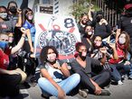Grupo de torcedoras antifascismo protesta na avenida Paulista.