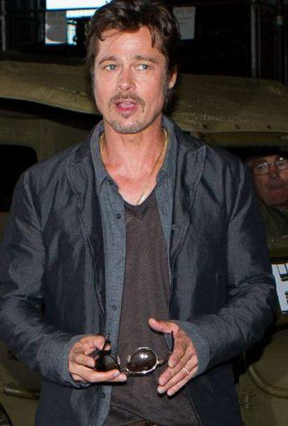"""Brad Pitt na apresentação de seu filme """"Fury"""", onde foi visto com aliança no dedo."""