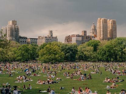 O Central Park, cheio de gente aproveitando o final de semana no último dia 15 de maio.