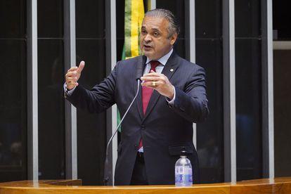 """Deputado Roberto de Lucena apoiou Senah na aquisição de vacinas para o governo brasileiro a """"preço humanitário""""; carta assinada pela organização religiosa ofereceu vacina a prefeituras por US$ 11."""