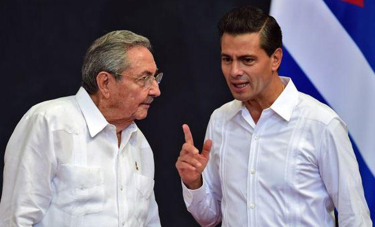 Peña Nieto recebe Raúl Castro em Mérida.