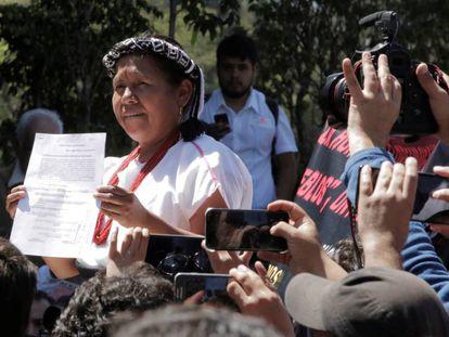 María de Jesús Patricio, conhecida como 'Marichuy', se inscreve no órgão eleitoral