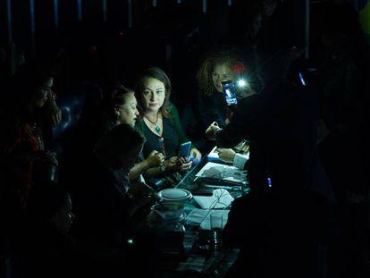Plenário do Senado às escuras, após Eunício Oliveira suspender sessão da reforma trabalhista.