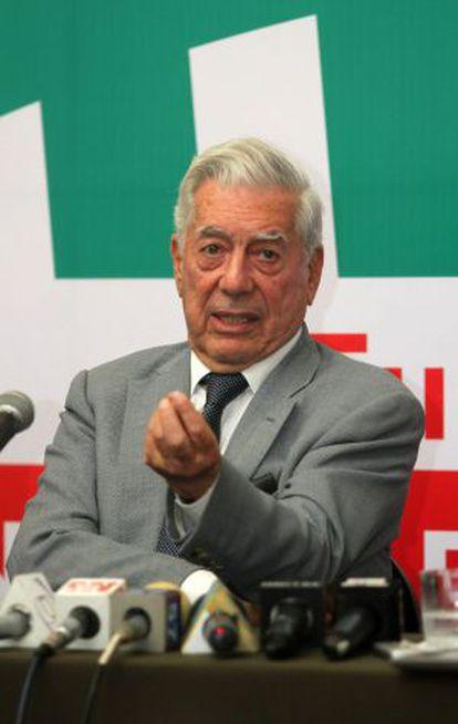 Vargas Llosa, nesta quinta-feira em Santa Cruz, Bolívia.