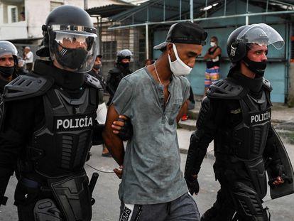 Manifestação contra o Governo em frente ao Capitólio no dia 11 de julho em Havana.
