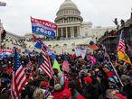 Seguidores de Trump a las afueras del Capitolio el día 06 de enero.
