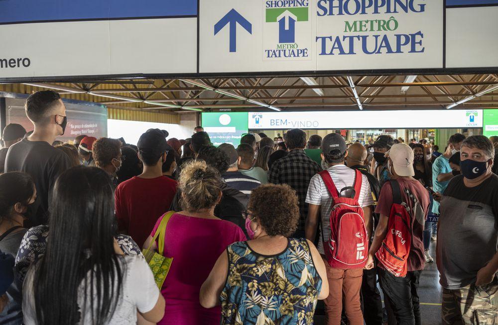 Shoppings derrotam medo da covid-19 em São Paulo, onde 5.206 já morreram da doença