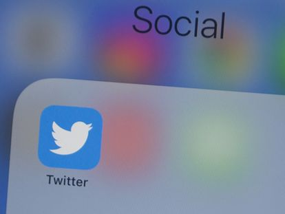 A logo do Twitter em um telefone celular, numa imagem de 10 de julho.