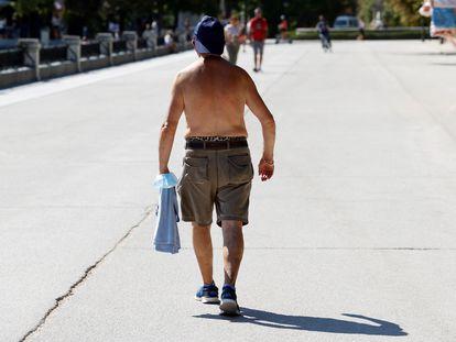 Adultos com mais de 65 anos são mais vulneráveis aos efeitos de temperaturas extremamente altas.