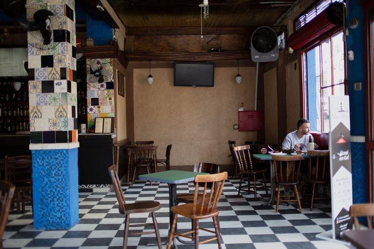 O advogado Danilo Pereira era o único cliente de um restaurante da Vila Madalena, na zona Oeste de São Paulo.