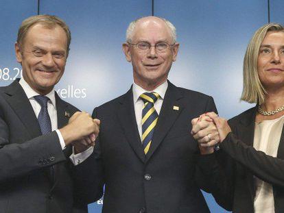 Donald Tusk (esq.), Herman van Rompuy (centro), e Federica Mogherini.