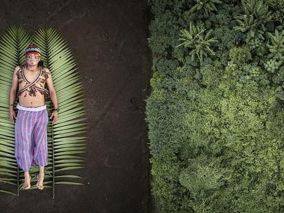 À esquerda, jovem indígena Nantu em seu território. À direira: a floresta primária que Nantu procura proteger por meio da não dependência de combustíveis fósseis.