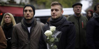 Homenagem prestada às vítimas dos atentados na casa de espetáculos Bataclan
