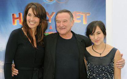 Da esquerda para a direita: Susan Schneider, Robin Williams e sua filha Zelda, na estreia de um filme em novembro de 2013.